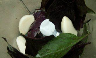 Запеканка из баклажанов под чесночно-базиликовым соусом