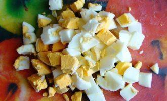Салат с мясом криля, капустой и кукурузой