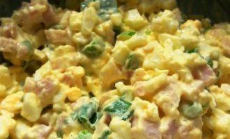 Блинчики с копченым окороком и вареным яйцом