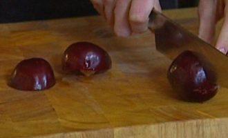 Пряное яблочное желе со сливовым соусом