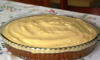 Пирог с инжиром под заварным кремом