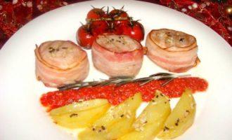 Турнедо из свинины с запеченным картофелем и черри