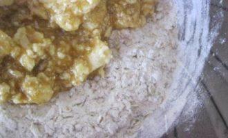 Овсяное печенье с ромово-изюмовым кремом