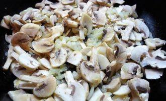 Куриный жюльен с грибами и специями