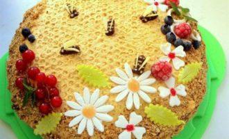"""Медовик с малиной """"Пчелки на лугу"""""""