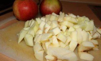 Яблочный пирог с медово-лимонной заливкой