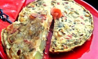 Испанский картофельный омлет с рыбкой