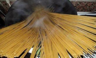 Спагетти с баклажанами и болгарским перцем