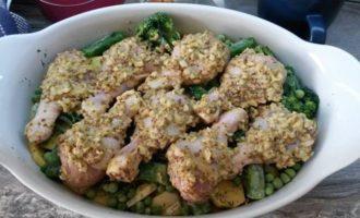 Курица в горчичном маринаде с овощами