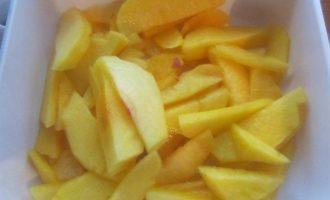 Летний яблочно-персиковый пирог