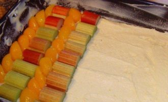 Пирог с ревенем и абрикосами