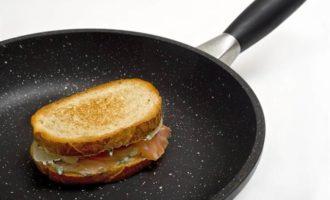 """Сэндвич с красной рыбой и сыром """"Филадельфия"""""""