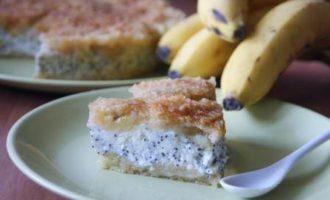 Творожный пирог с маком и карамелизированным бананом