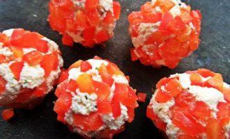 Салат морковный с творожными шариками