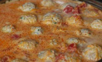 Куриные фрикадельки в томатном соусе
