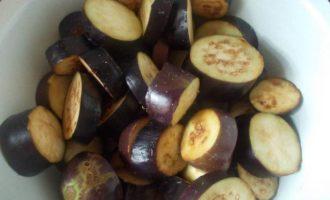 Баклажаны в томате с чесноком