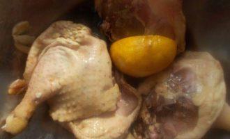 Утиные ножки, маринованные в соевом соусе с чесноком и лимоном