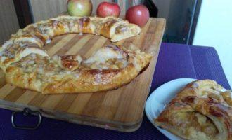 Яблочное кольцо со сливочным сыром