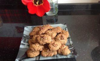 Шоколадное печенье с орешком