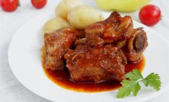 Свиные ребра в пикантном соусе