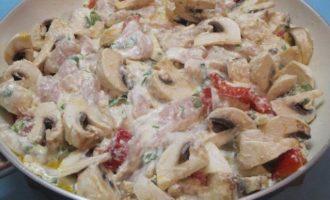Фрикасе из курицы с грибами