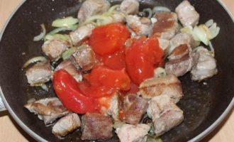 Мясо, тушенное со сливой