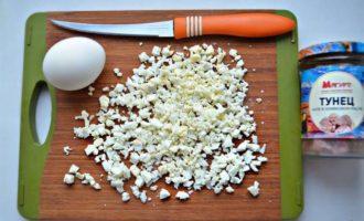 Салат с киноа и тунцом