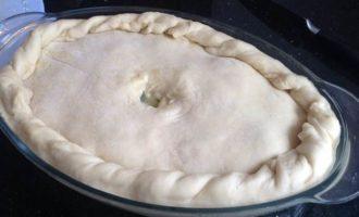 Пирог со свининой, щавелем и сыром