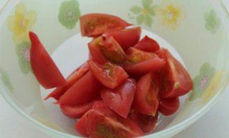 Салат из овощей с вялеными томатами