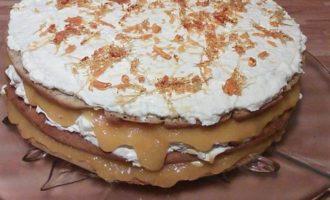 Ореховый торт с апельсиновым желе и ванильным кремом