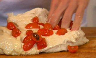 Фокачча с вялеными помидорами