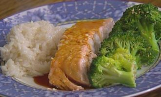 Филе семги с брокколи по-японски