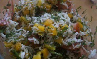 Салат из овощей и риса