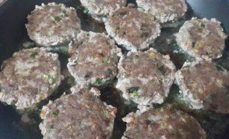 Мясные котлеты с гречкой и кабачковое пюре