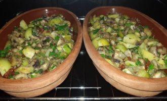 Брюссельская капуста с каштанами, грибами и вялеными томатами