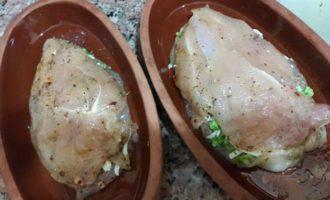 Курица запеченная с брокколи и сыром