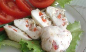 Закуска, приготовленная на белках со сладким перцем