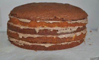 Шоколадный торт с кофейным кремом и хрустящими конфетками