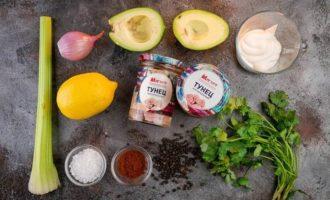 Закуска из авокадо с сельдереем