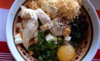 Галета с яйцом, сыром и луком