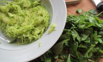 Маффины из киноа с овощами и фетой