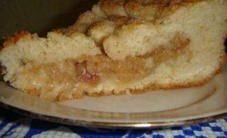 Пирог с яблоками в сливках