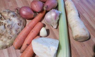 Зимний пай из телятины и корешковых овощей