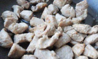 Свинина, тушеная с квашеной капустой
