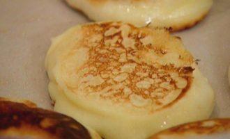 Кефирные оладушки с кленовым сиропом