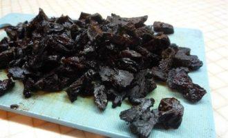 Рулетики из свинины с черносливом