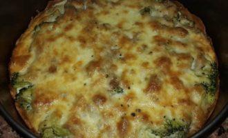 Киш с брокколи, тунцом и сыром