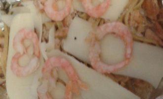 Запеченные лингвини с форелью и креветками