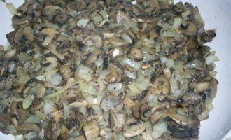 Рулетики из куриной грудки, запеченные под сметанно-чесночным соусом