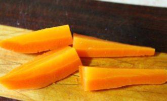 Рулетики из свинины с овощами